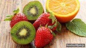 Smoothie fraise et kiwi menthe fraîche