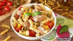 Salade de pâtes thon olives mais et tomates