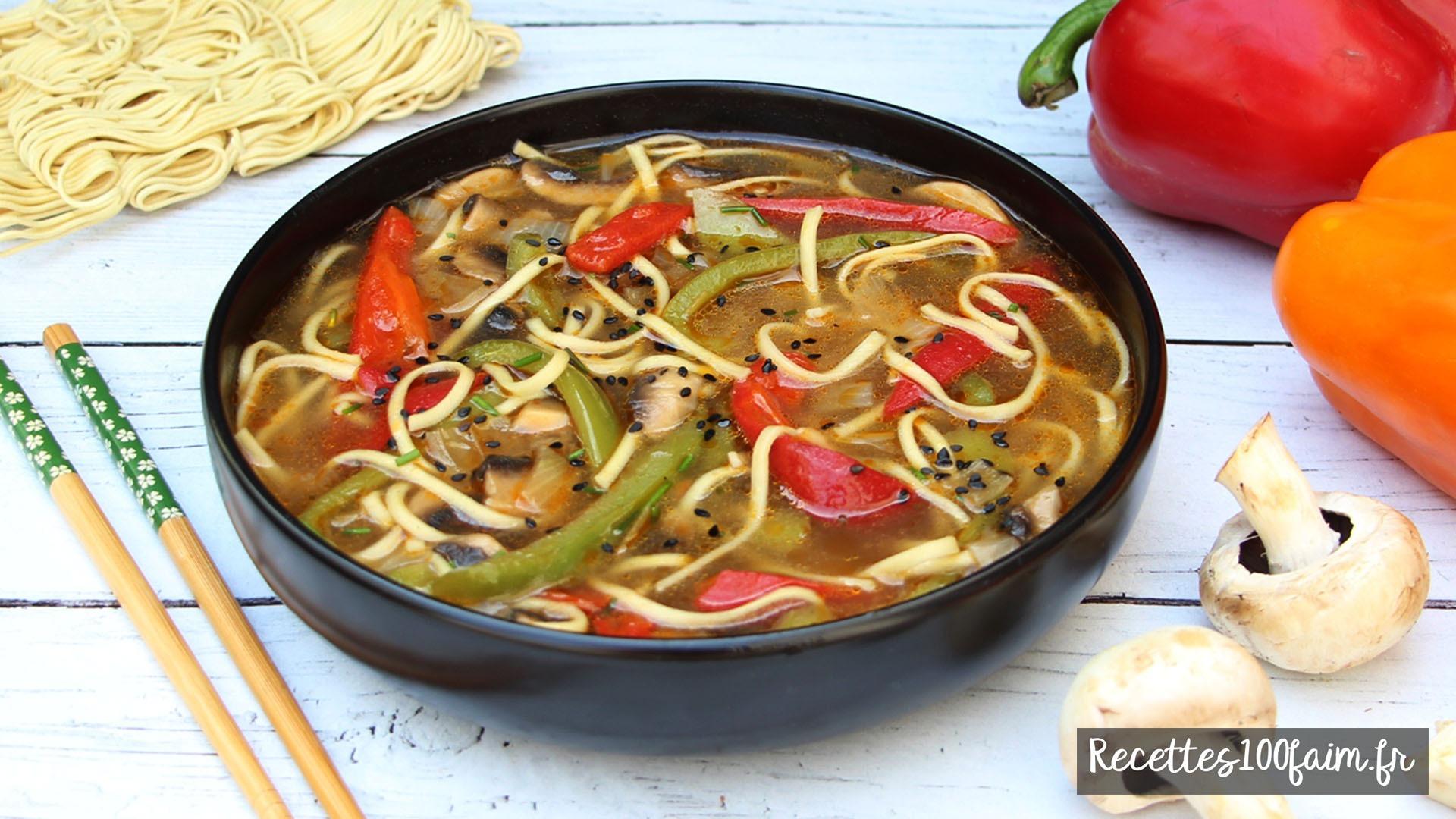 soupe nouilles chinoises champignons poivrons